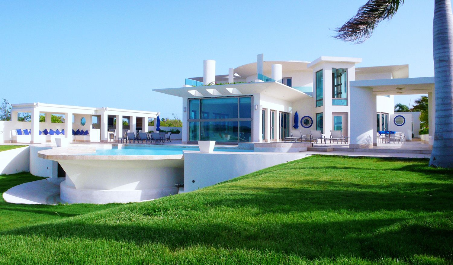 Contemporary luxury white family villa architecture and for Pool design villa