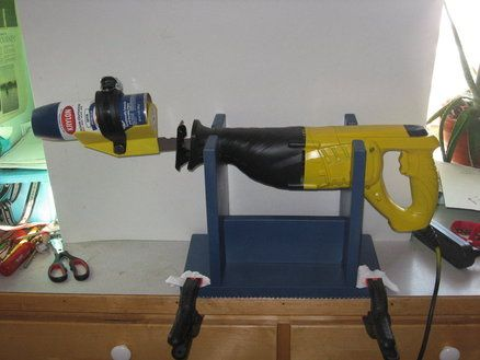 Bench mount reciprocating saw stand