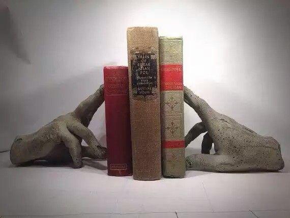Segura livros de cimento