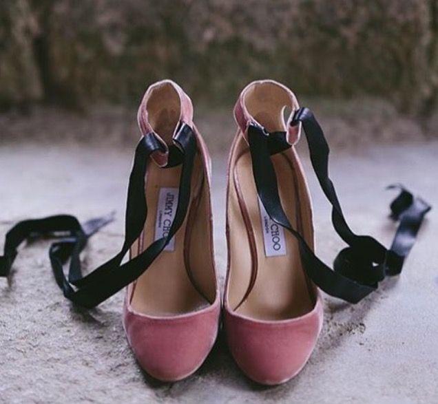 Zapatos de novia Jimy Choo en terciopelo rosa