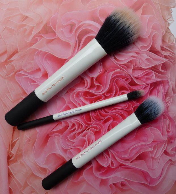 Real techniques duo-fiber brushes - The journey is a reward – A beauty quest | Blog beauté