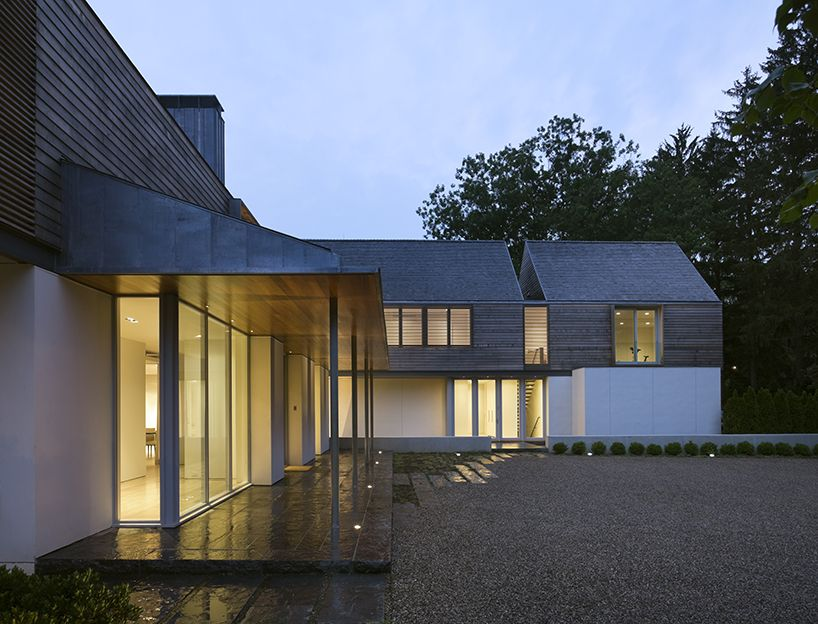Joeb Moore Partners Slices Gable Roofed House Architect Gable Roof House Architect Design
