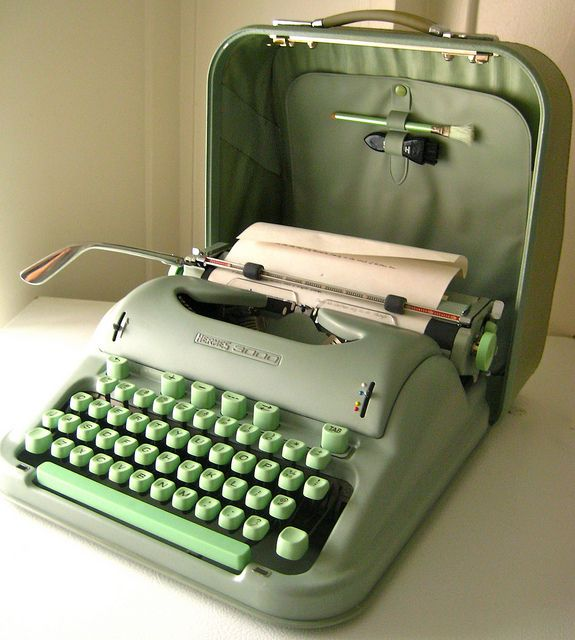 Hermes 3000 Typewriter with cover in mint condition. It looks like it's  been frozen in
