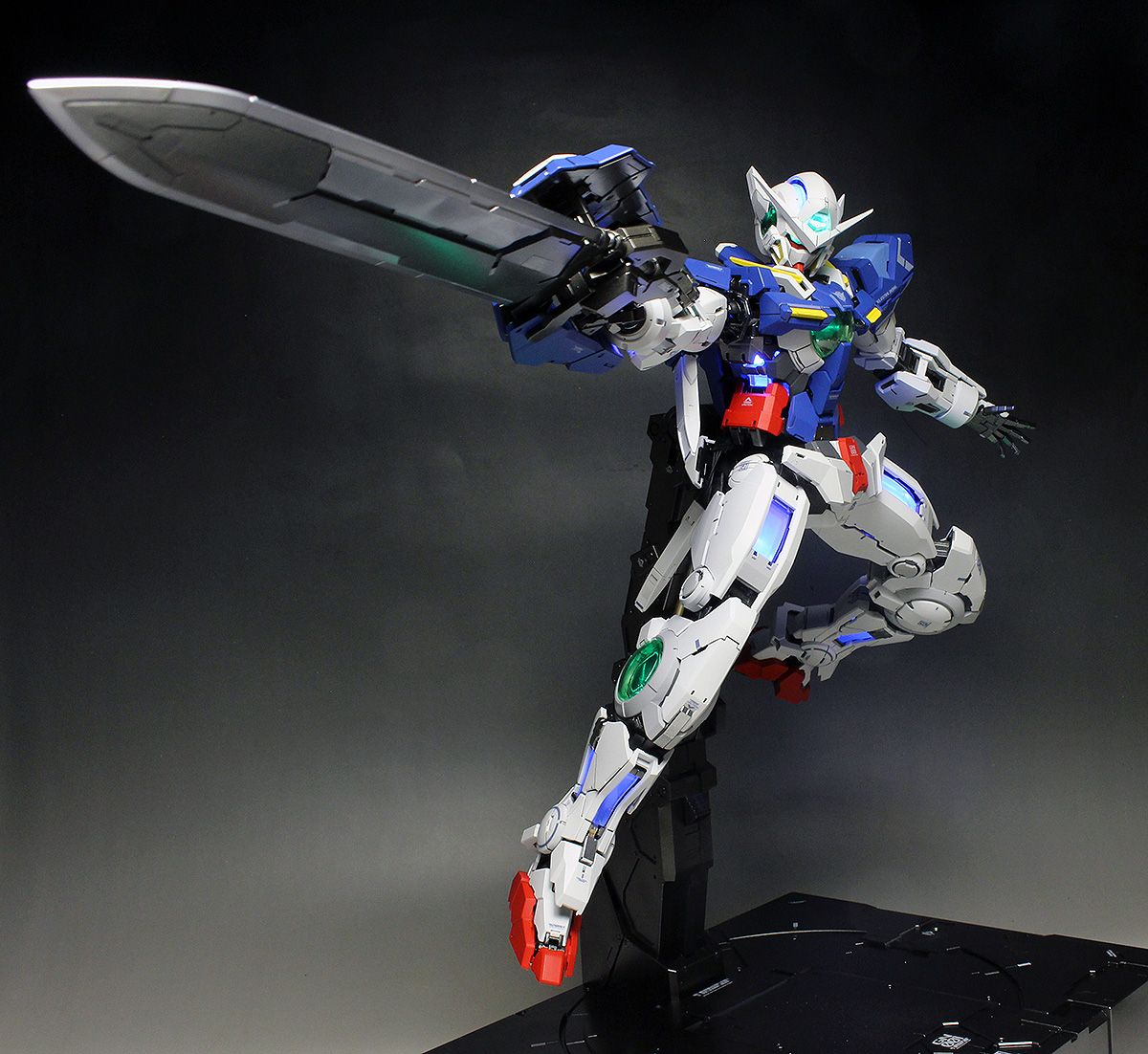 [WORK REVIEW] PG 1/60 GUNDAM EXIA LIGHTING MODEL painted build: No.40 Big Size Images | GUNJAP