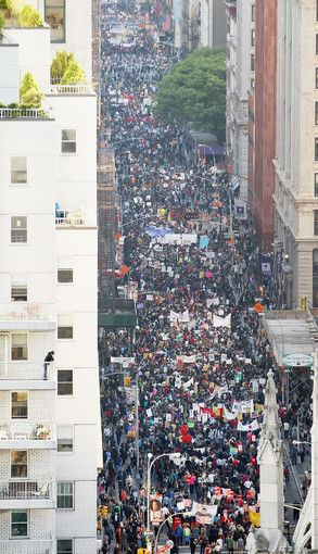 Occupying Broadway Protesters Affiliated With Occupy Wall Street March Down Broadway In Manhattan Towards Wall Street Nyc Around The Worlds New York Street