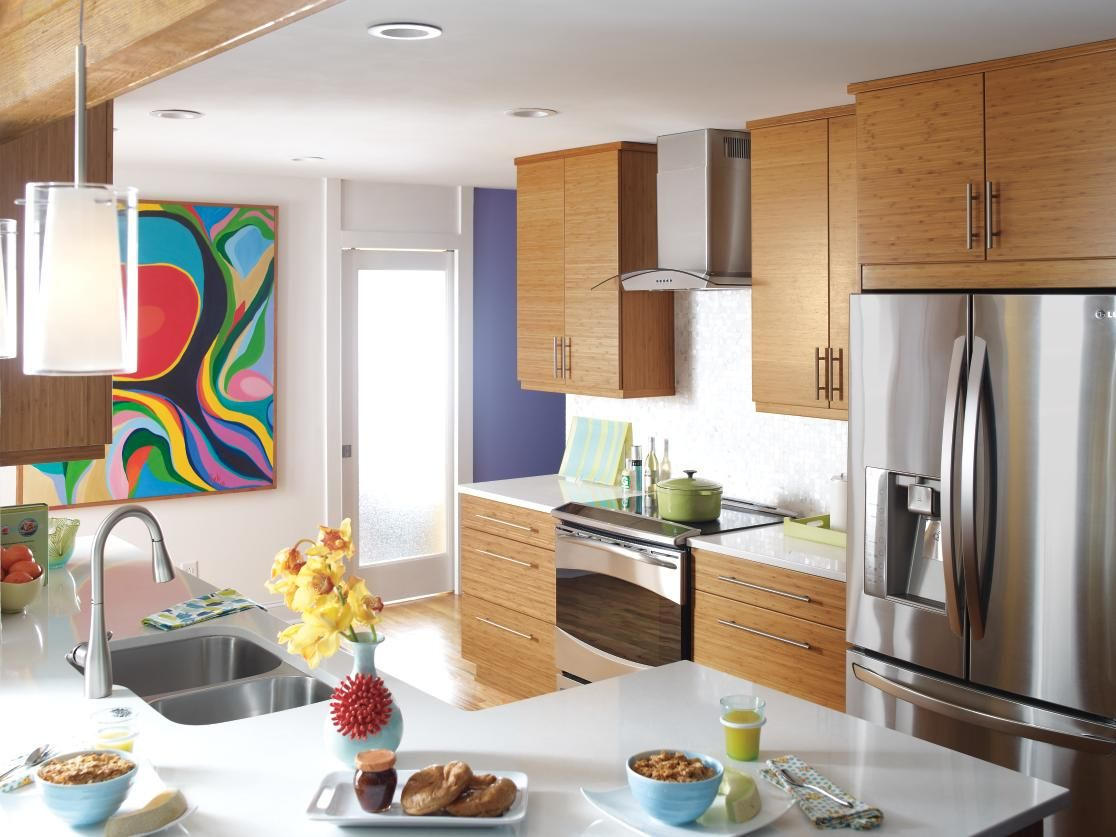 The Contemporary Look Of Kitchen Craft S Summit Horizontal Bamboo Cabinets Coupled With Touches Of Modern Kitchen Remodel Modern Kitchen Design Modern Kitchen