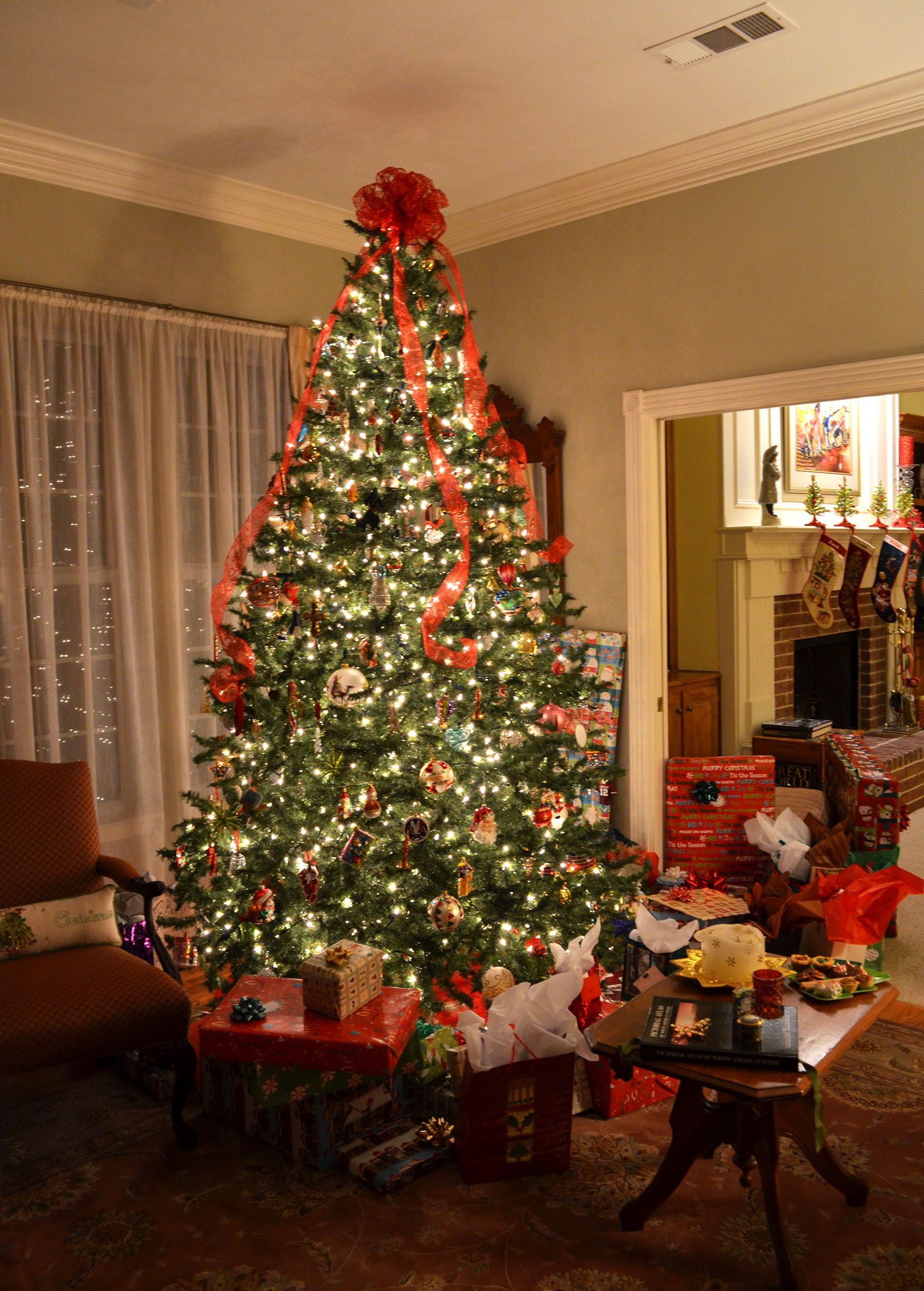 2016 presents under the christmas tree