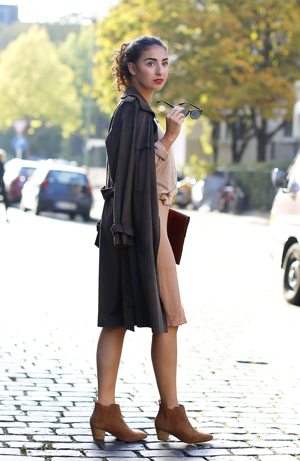 4849899e Zara Khaki Trench Coat Fashion Blog BloggerModeblog Berlin Deutschland army  green coat suede coat beige sweater beige dress forever21 sand earth colors  ...