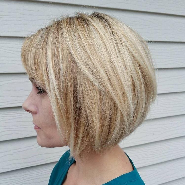 carre plongeant court blond hair en 2020 | Coupe de cheveux, Coupe de cheveux lob, Coiffure
