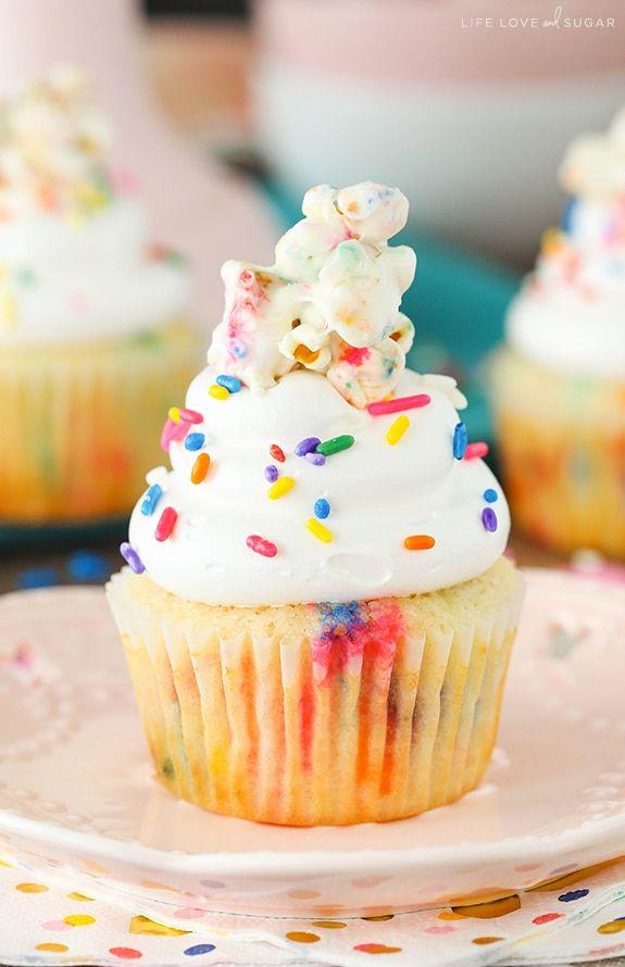 Funfetti Popcorn Marshmallow Treat Cupcakes #marshmallowtreats
