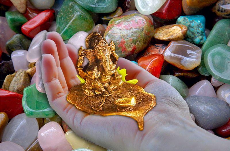 Om Sat Chit Ananda Parabrahma Purushothama Paramatma Sri Bhagavathi Sametha Sri Bhagavathe Namaha  Chiedo la più alta energia, di tutto quello che c'è, la coscienza senza forma dell'universo, puro Amore, Felicità e Gioia