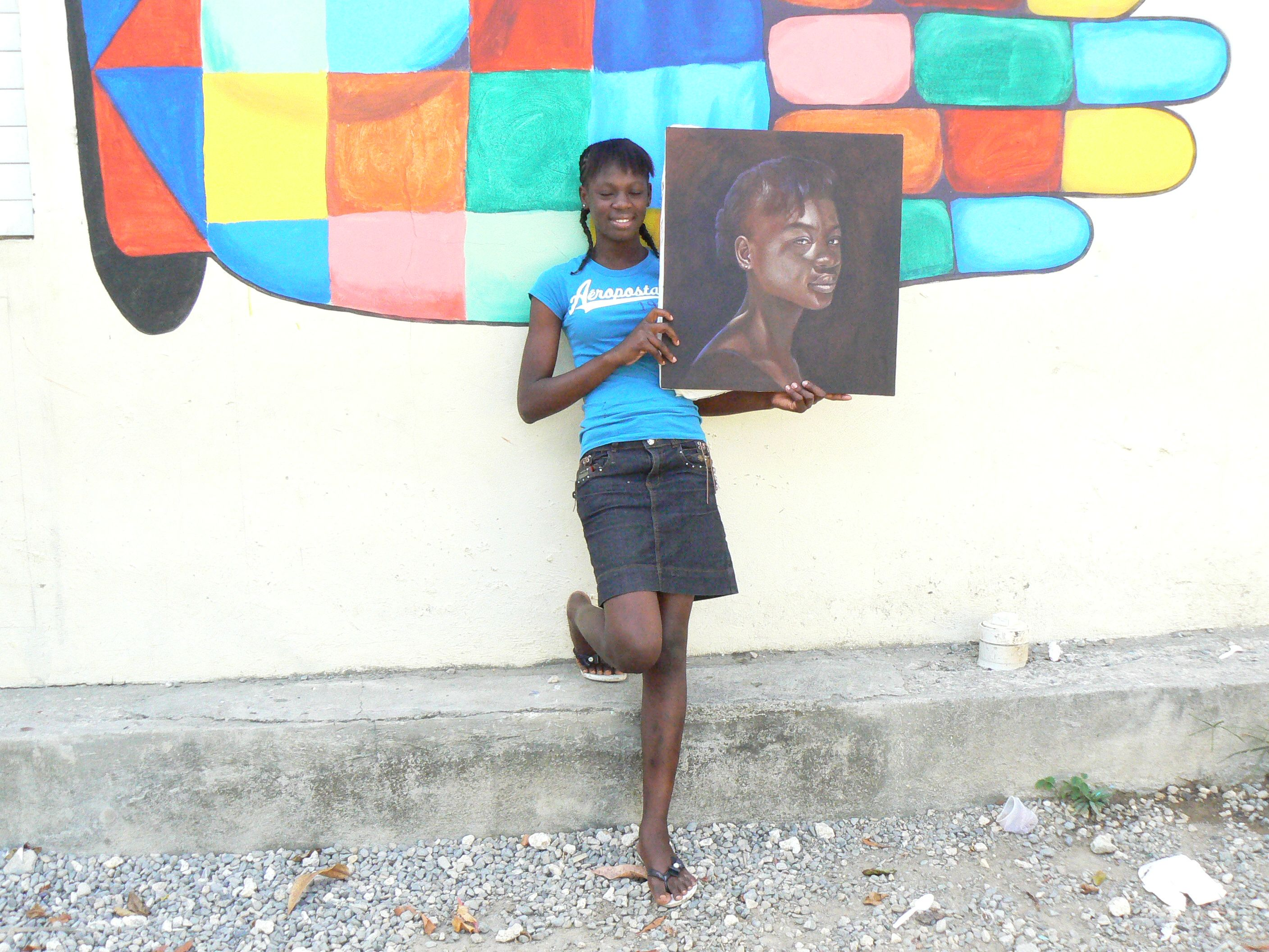 portrait of Dafne  .  Dafne works at the school in Cangrejo, has gotten her nursing degree and wants to continue studying to become a doctor.