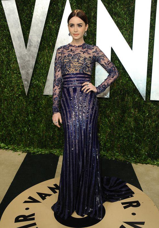 Lily Collins Muy Favorecida Con Un Vestido De Corte