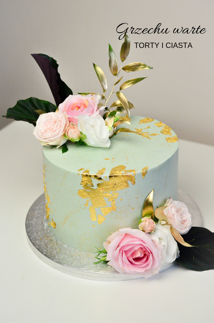 Tort Z Kwiatami I Zlotem Cake Desserts Food