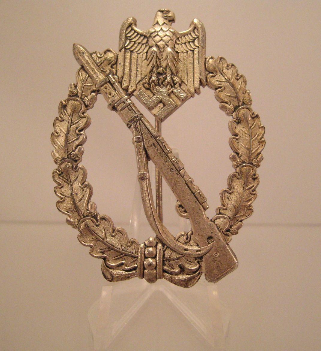 28/LXI Militaria UK – WW2 Deutsche (German) – Heer / Waffen SS Infantry Assault Badge in Silver. Deschler & Sohn. c.1939 - 45.