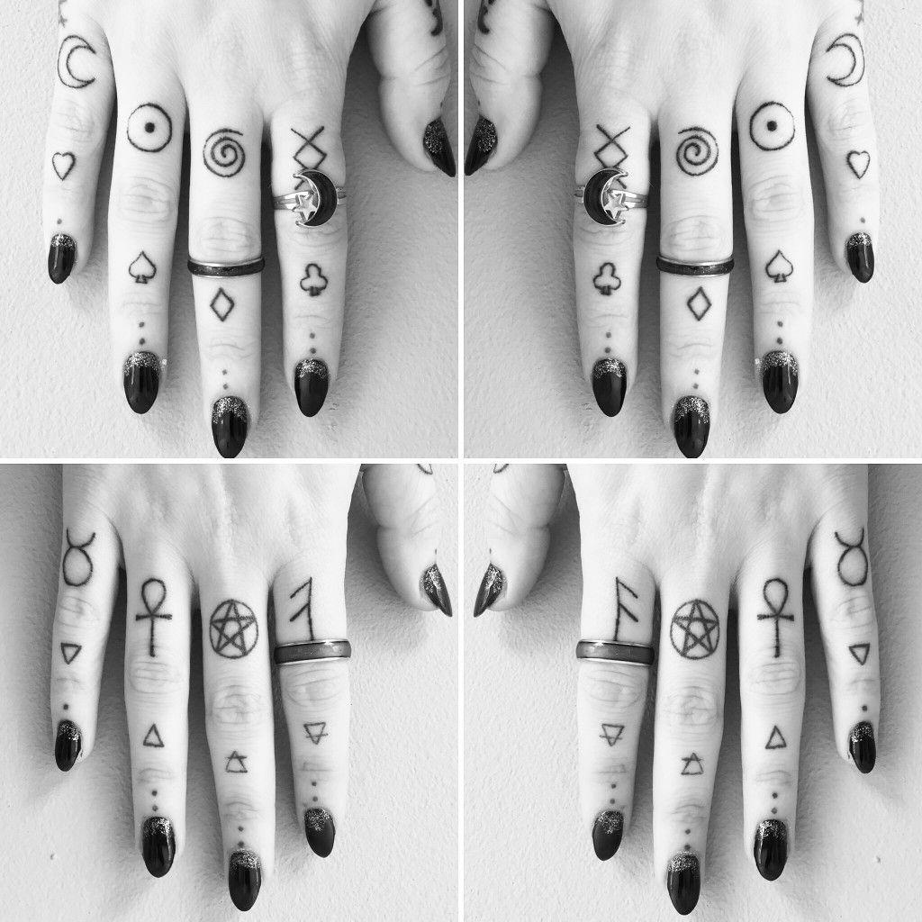 Pin By Doripatlli On Laor3nt4 Finger Tattoos Tattoos Meaningful Symbol Tattoos