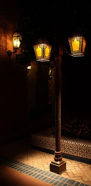 Lamp Post, Disneyland τωρα και στην Ελλαδα Μαντεμενια φωτιστικα Καμαριανακης Group Ρετσινα 32 Πειραιας Μοναδικα μαντεμενια φωτιστικα για την πολη την βεραντα τον κηπο σας www.kamarianakis.gr