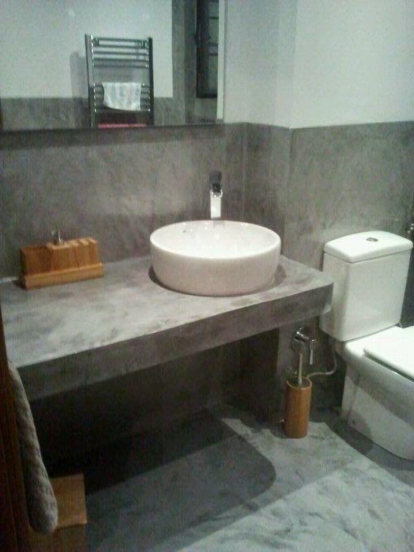 Paredes suelo y encimera lavabo en microcemento casa for Lavabos cuadrados sobre encimera