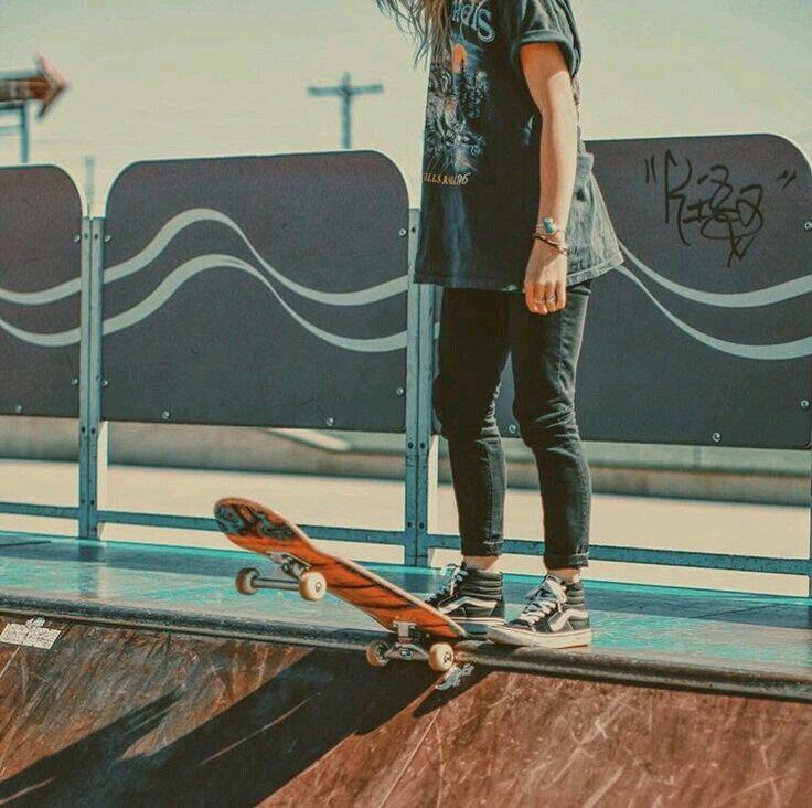 Картинки парень на скейте с девушкой