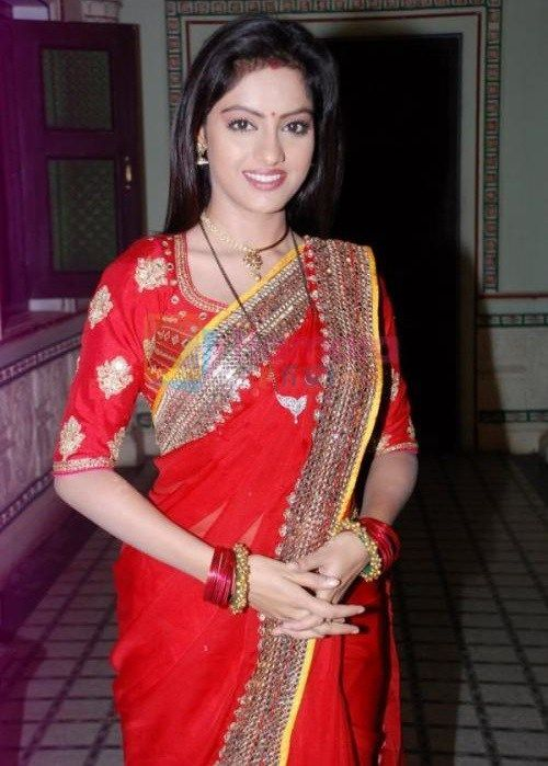 Deepika singh Height, Weight, Bra Size Body Measurement