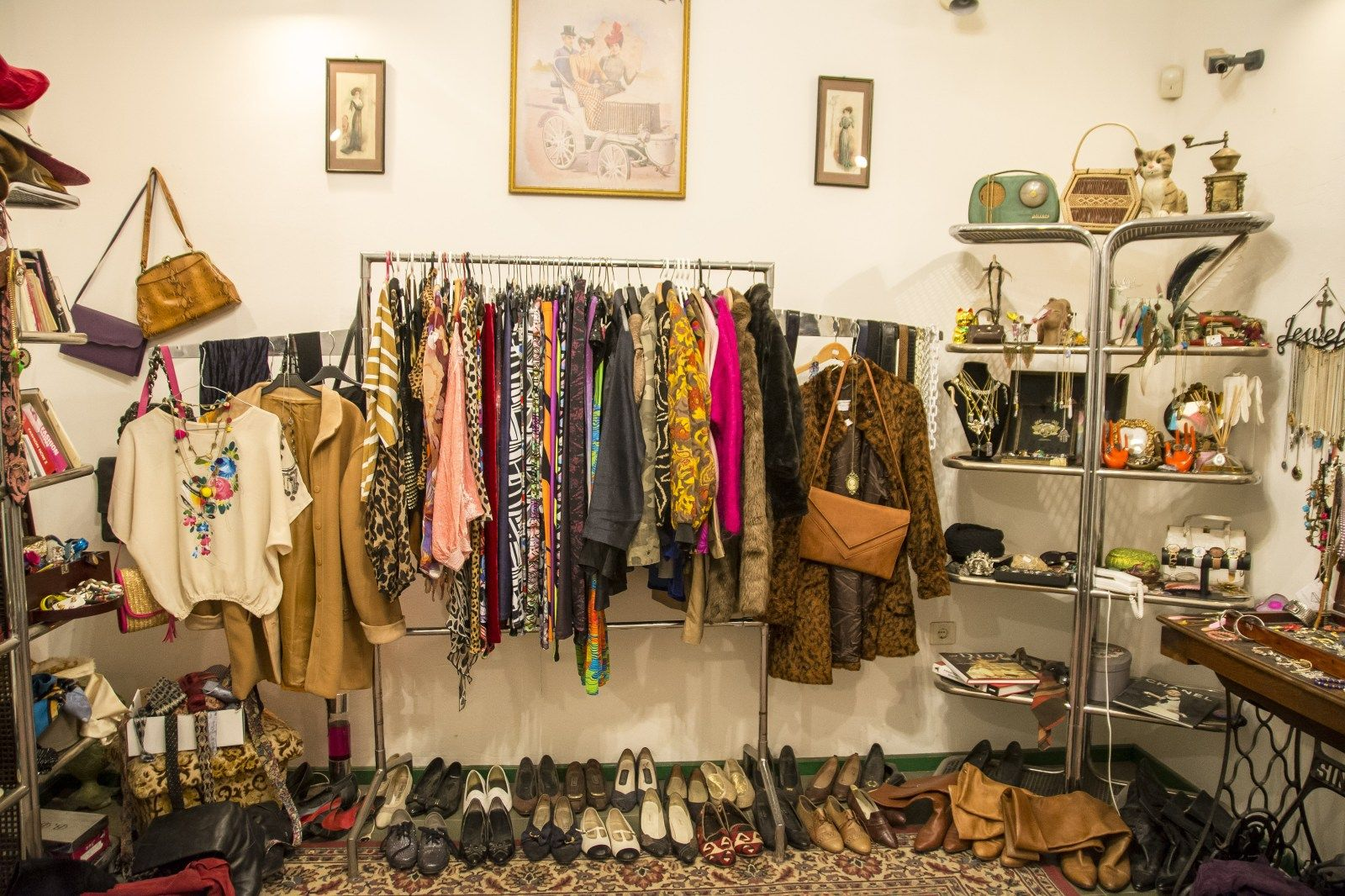 The Best Second Hand Shops And Vintage Stores In Budapest Welovebudapest En Vintage Store Second Hand Shop Second Hand Clothes