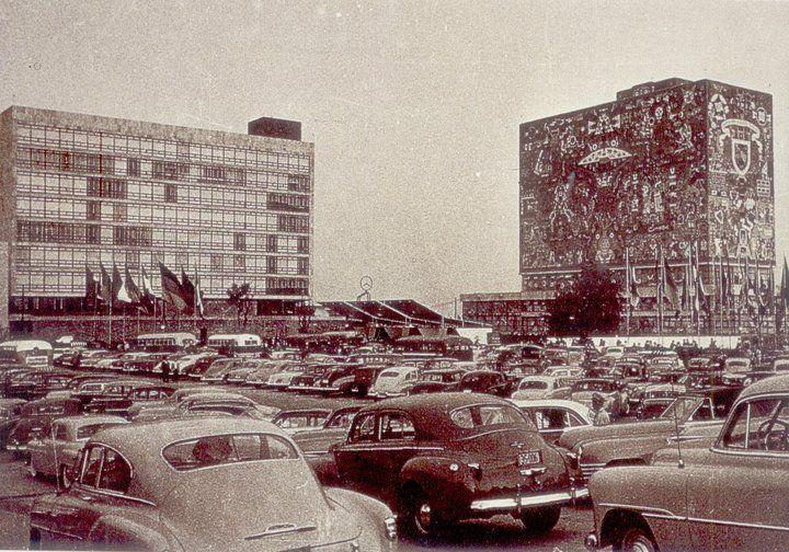 Biblioteca Central,UNAM en los años 50s | Ciudad de méxico, México,  Historia de mexico