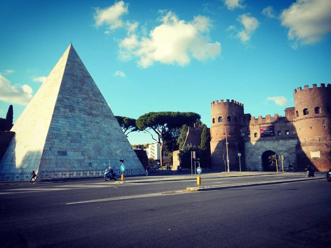 #piramide #rome #rom by tourguiderik