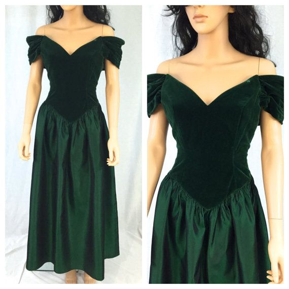 Hey, I found this really awesome Etsy listing at https://www.etsy.com/listing/259662685/vintage-dark-green-maxi-gown-velvet-feel