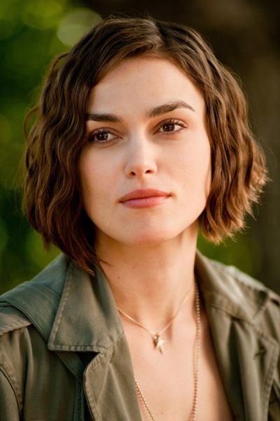 Keira Knightley Radiates Beauty And Elegance With Her Short Subtle Beach  Waves Which Suits Her Beautiful Squared Shaped Face To Perfections.