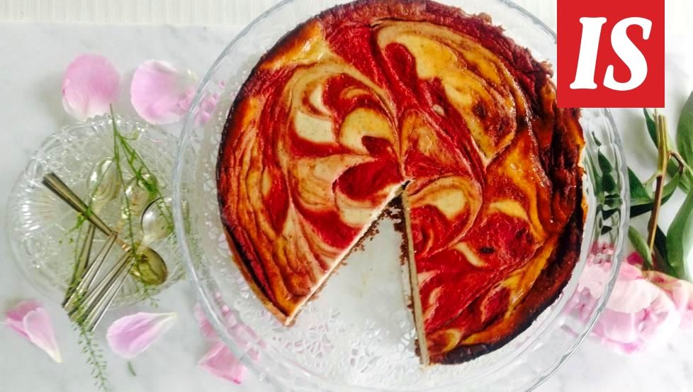 Amerikkalainen juustokakku on muuntautumiskykyinen, tässä kakussa maistuu Suomen kesä!