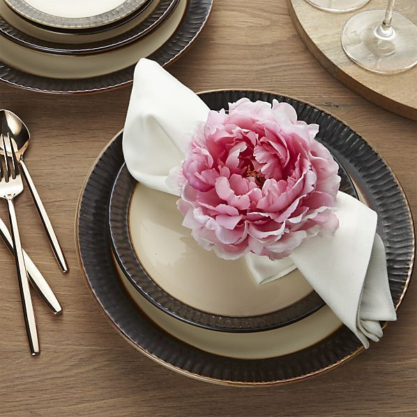 This luscious imitation of nature brings the beauty of a blooming peony to table... #tischeindecken