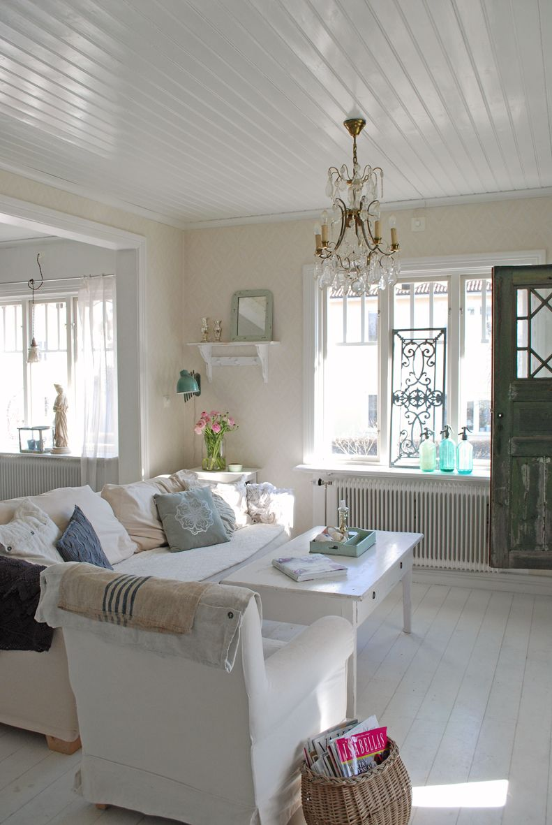 38 Small Yet Super Cozy Living Room Designs: Especially The Bead Board Ceiling...a Good