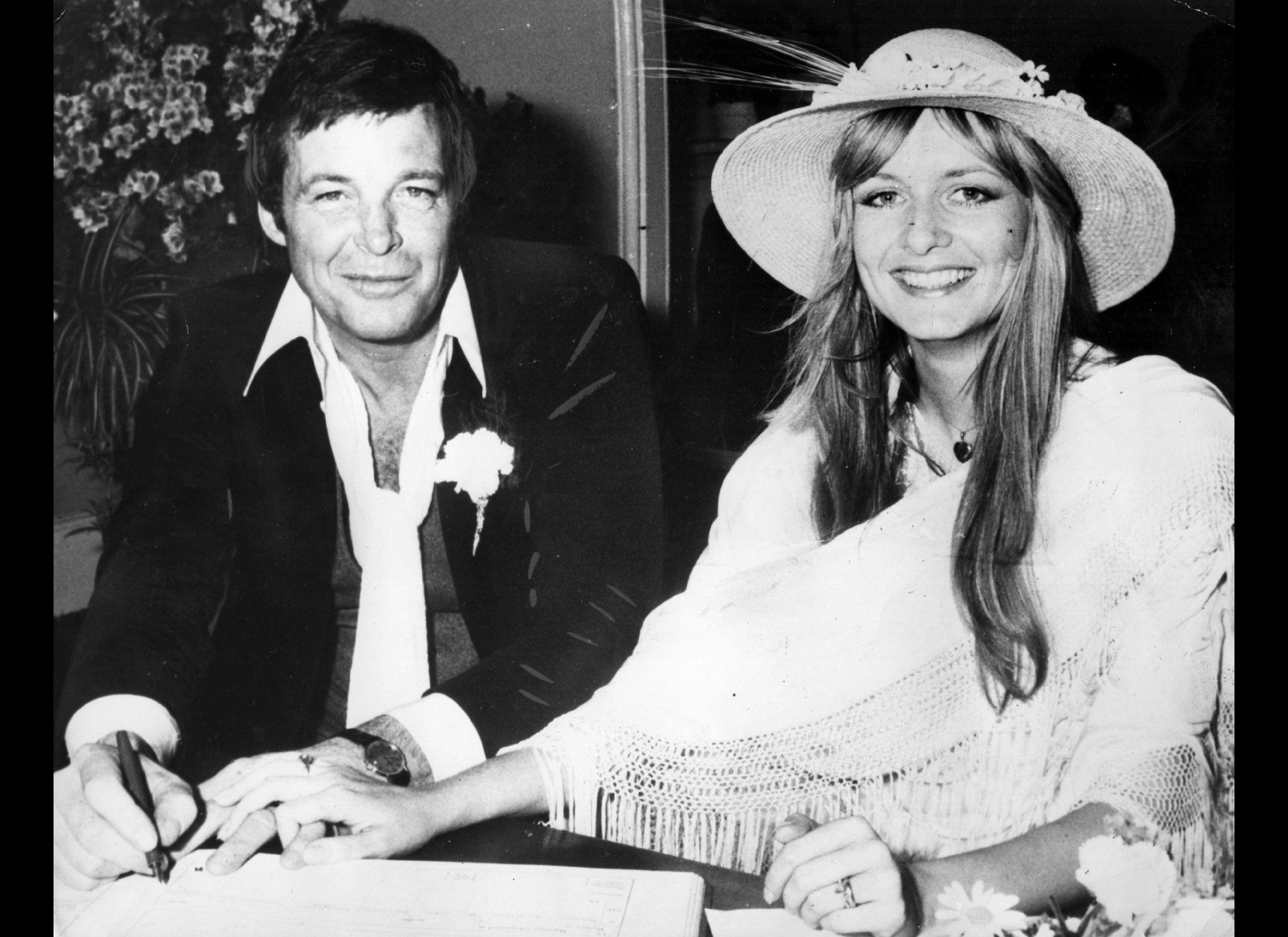 Henry winkler divorced - Henry Winkler And Bride 1978 Twiggy And Actor Michael Witney Wedding 1977