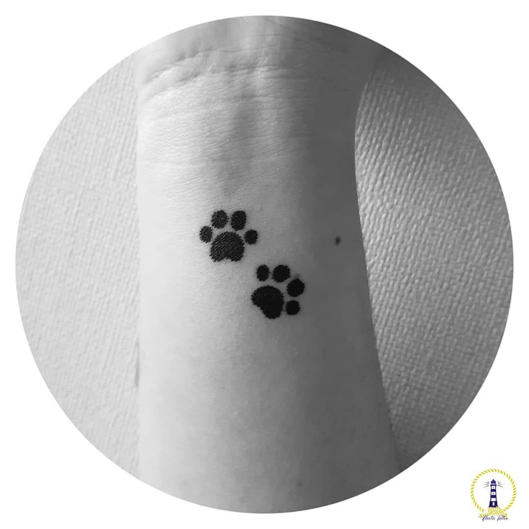 huellitas de perrito en puntillismo💖🐾 d#tattoo #dotwork #dotworktattoo #black #paws #dog #instatattoo #instachile #instatemuco #love #happy #love #chile #girl #girlswithtattoos #tbt #night #summer #minimalism #tattoos #first #cute #art #design