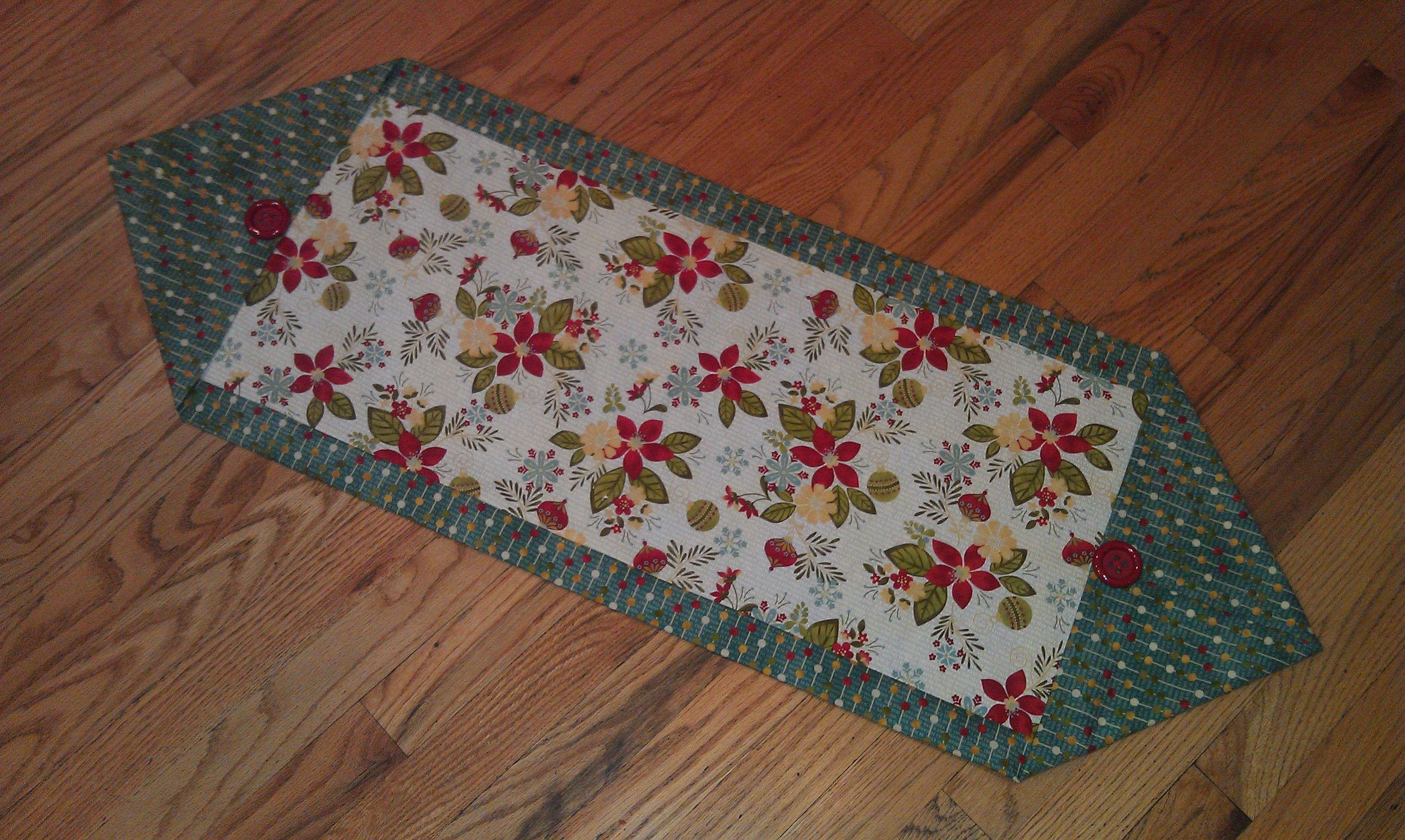 how to make a table runner out of fabric