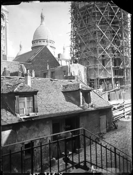 Montmartre, Sacré Coeur, 1930. André Kertész