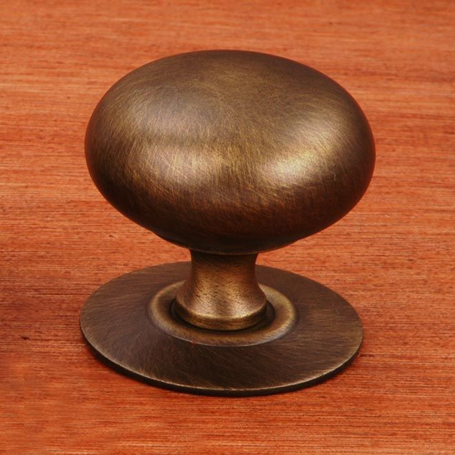 This antique english finish cabinet knob with large hollow plain round knob and detachable backplate design from RK International is a perfect blend of craftsmanship in traditional and contemporary design to complement any decor.