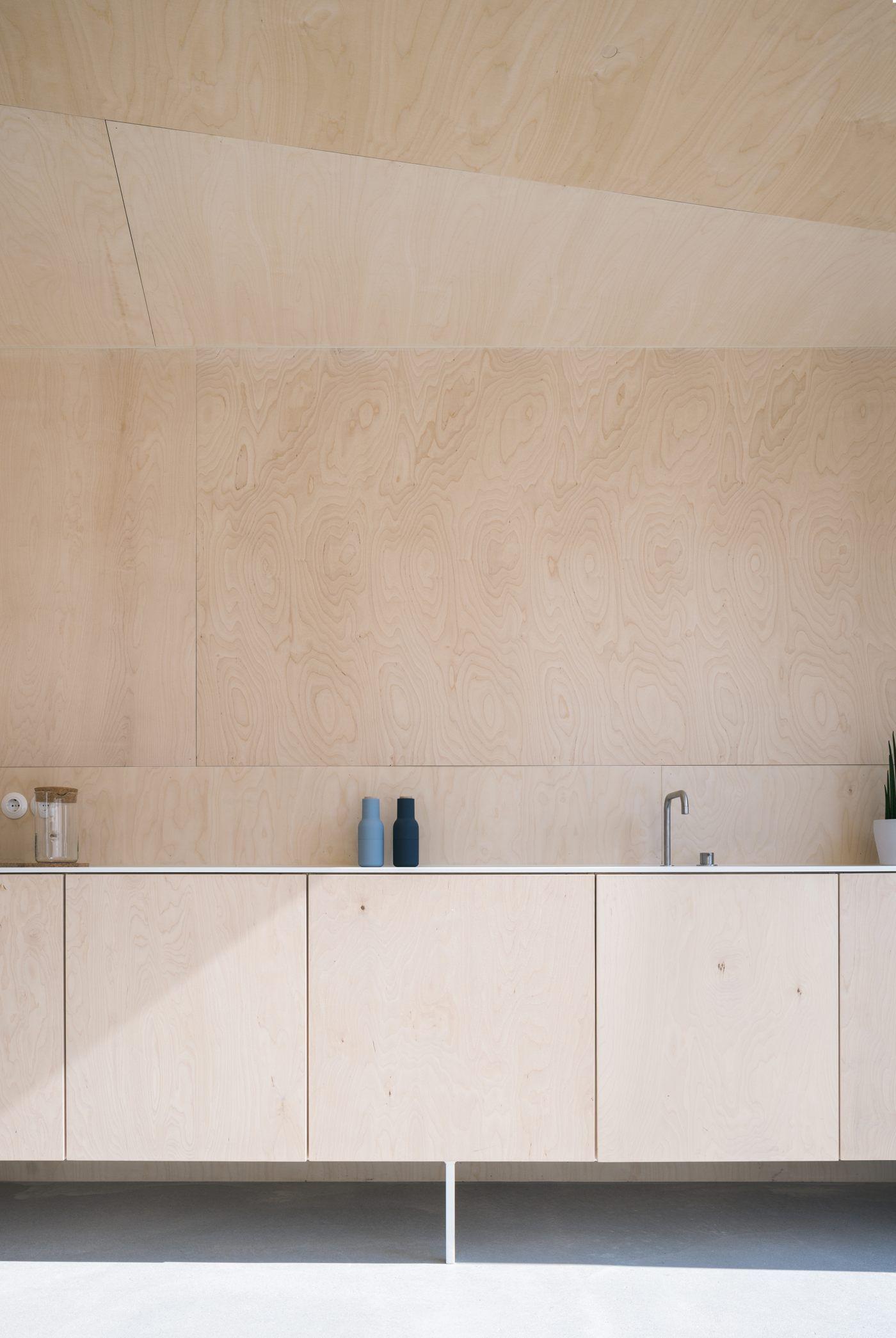 Mind Architects Collective Spricht Im Interview Bei Fassaden Blog Sto Uber Den Holzbau Ihr Exotendasein Sperrholzkuche Innenarchitektur Kuche Sperrholz Design