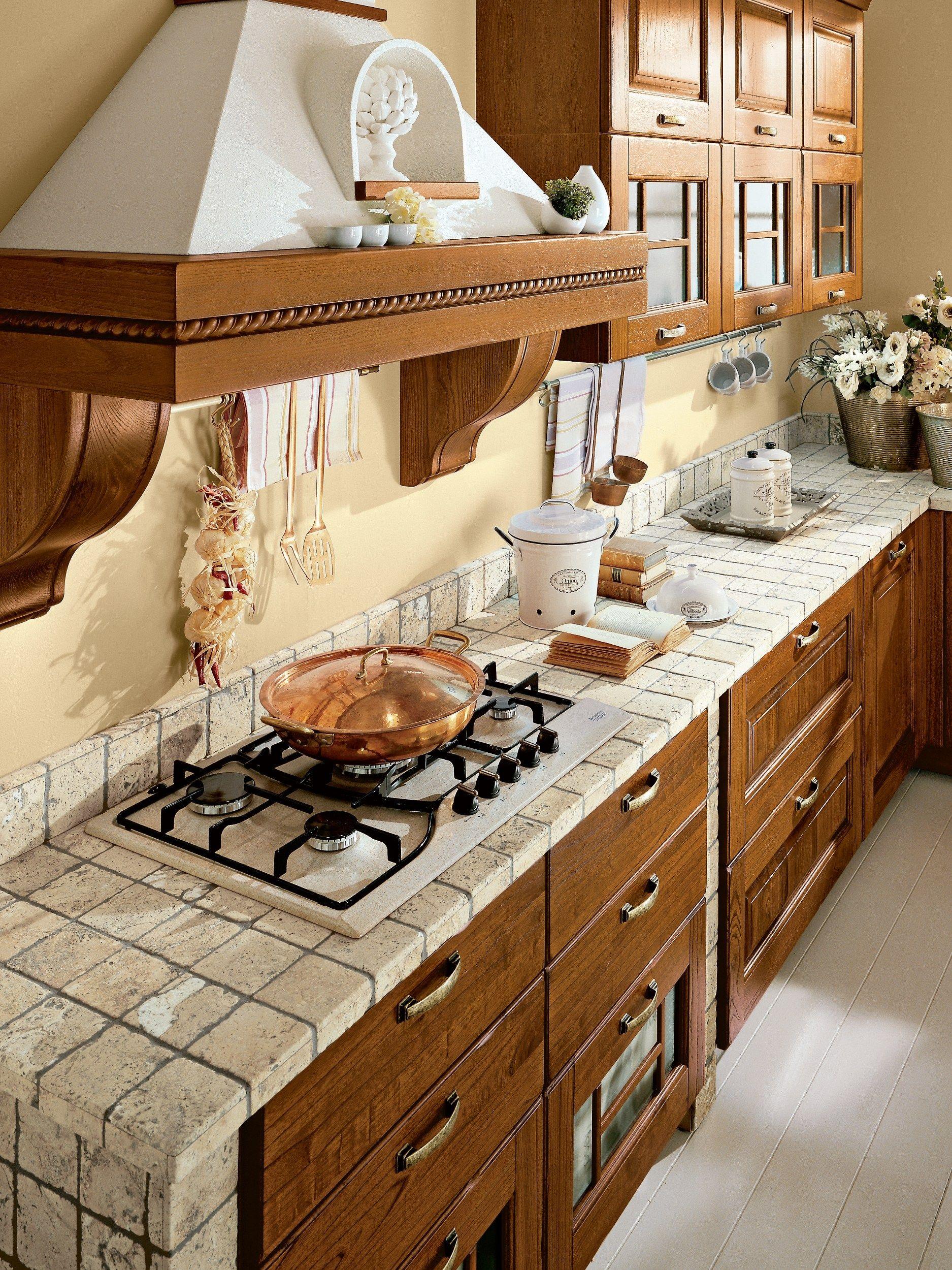 Küche aus Walnuss mit Griffe Kollektion Laura by Cucine Lube ...
