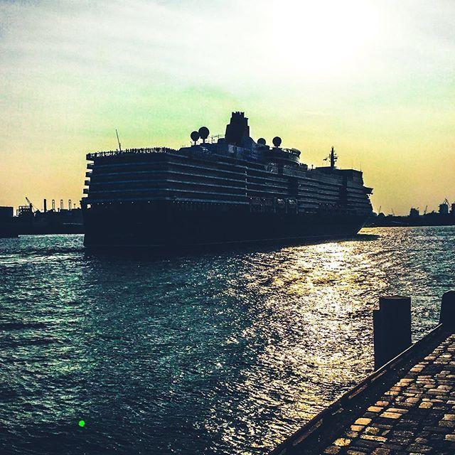 Wasn't just cuising by, was leaving a path. Hamburg. Aug 2015. #sunset #sunset_captures #cruising #bewater #aqua #blue #colorworld #texture #view #hamburg #portofhamburg #deutschland #mobilephotography