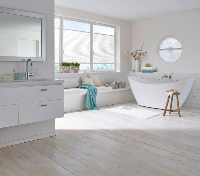 plissee im badezimmer vielf ltige plissees bezaubernde fl chenvorh nge liebevolle jalousien. Black Bedroom Furniture Sets. Home Design Ideas