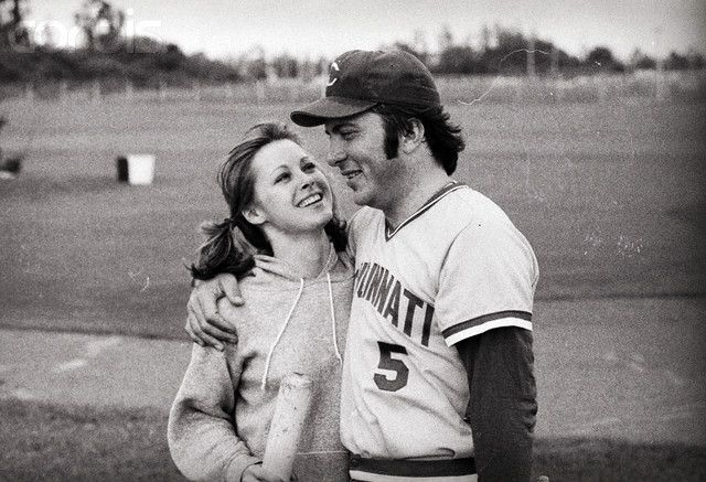 Johnny Bench And Then Wife Vickie Chesser In 1975 Cincinnati Reds