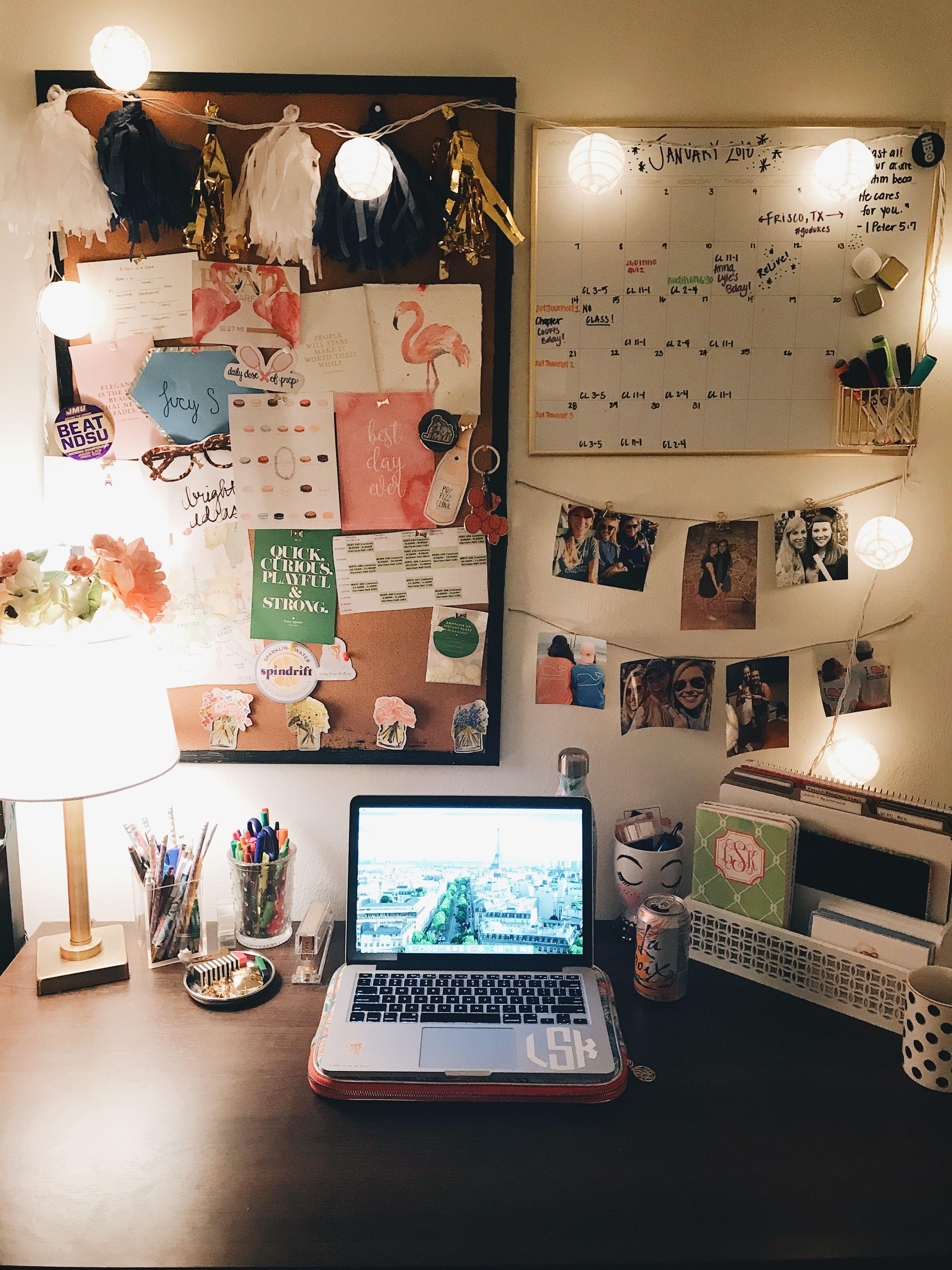 Preppy Desk College Workspace Daily Dose Of Prep Decoracao Para Dormitorios Decoracoes De Mesa Sala De Apartamento