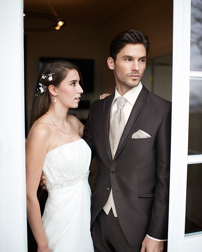 WILVORST After Six | www.wilvorst.de | #WILVORST #Hochzeit #wedding #Hochzeitsmode #weddingdress #Bräutigam #groom #Hochzeitsmomente #weddingdream #Anzug #suit #SlimLine #Drop8 #Trend