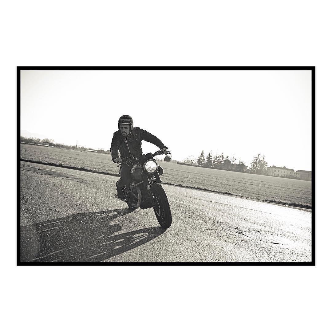 5/6 Helmet Motociclette #findyourfreedom #instagood #instadaily #instaphoto #instaportrait #portrait #dirt #dirtbike #custom #freedom #motoguzzi #picoftheday #photooftheday #field #moto #motorcycle #motorbike #garage #black #relax #blackandwhite #friendship #bikeride #biker #instabike #bikeporn #instamoto #matteomora