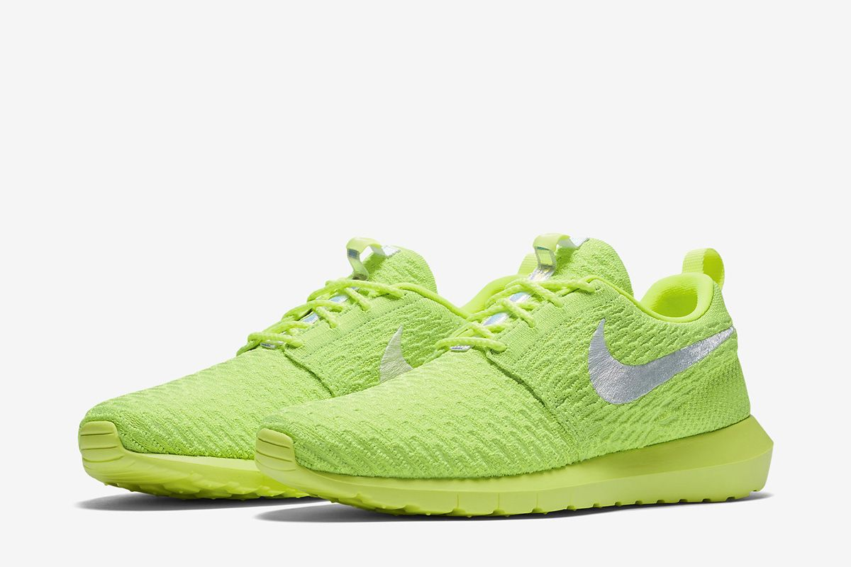 nike roshe flyknit volt electric green
