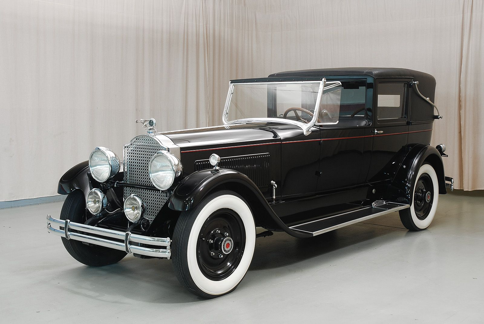1926 Packard Custom Eight 243 Stationary Town Cabriolet