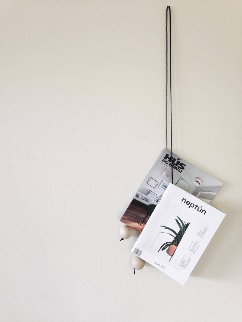 The magazine hanger.