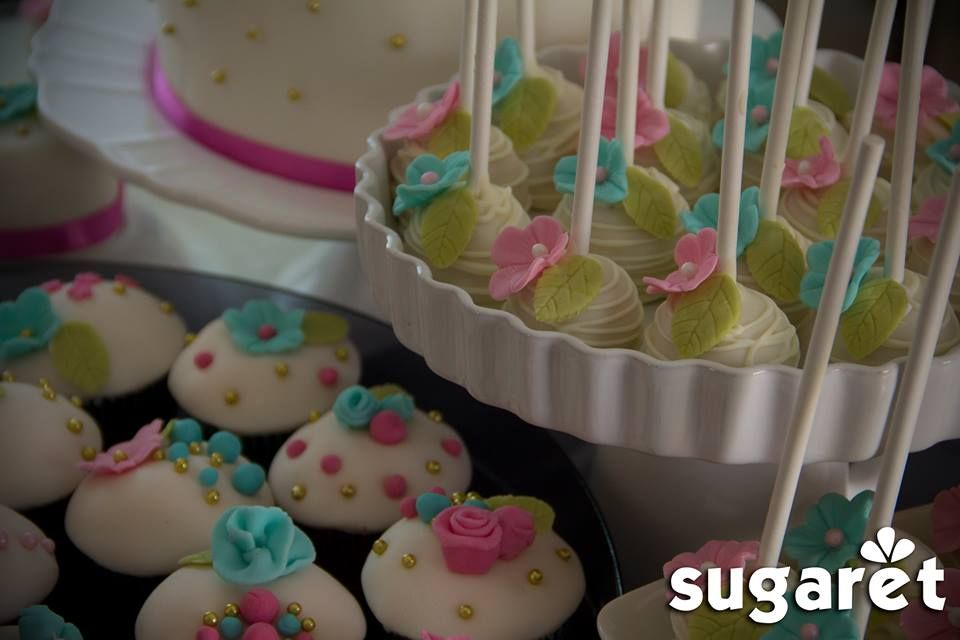 wedding and engagement cupcakes and cake pops