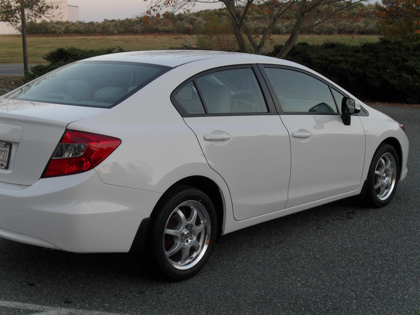 White Honda Civic Si 205